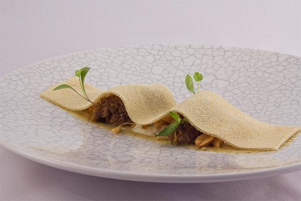 Desierto Cordero Curry Y Yogur Del Restaurante Moments