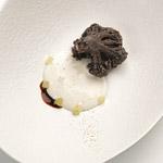 Coliflor negra con bechamel de coco y lima