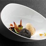 La trufa de setas fermentadas y col verde, plato del restaurante Martín Berasategui