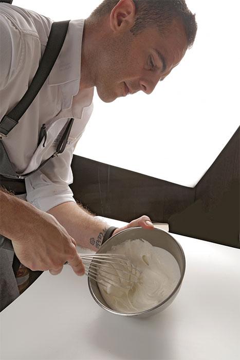 Javier aguiar batiendo nata