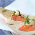 una suave mayonesa de wasabi acompañaba esta presentación de salmón