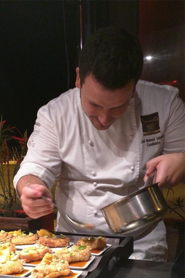 Juan Manuel Delgado finalizando su redondo seco de chivo