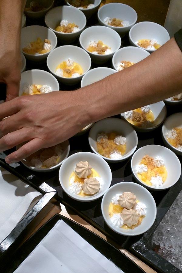 Terminando el plato de Albert Ortiz