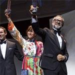 Massimo Bottura alzando el título de mejor chef del mundo